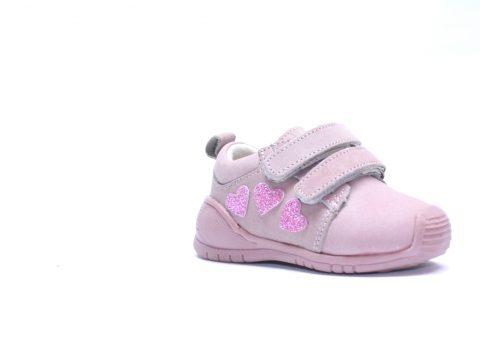 Zapatos para empezar a caminar de niña.